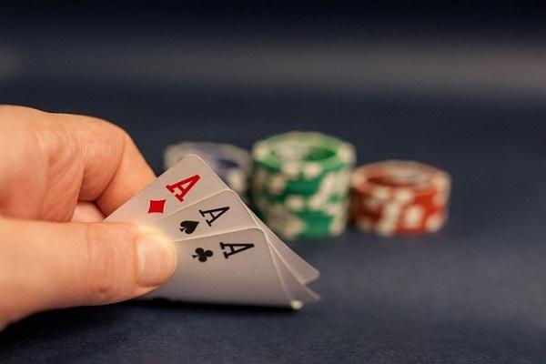 cach chia bai 3 cay bip 1 - Cách chia bài 3 cây bịp điểm cao ăn tiền đối thủ