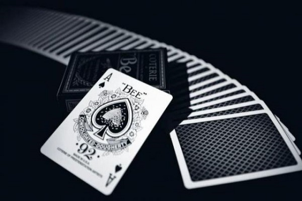 cach nhan biet 52 la bai tu mat sau 2 - Cách nhận biết 52 lá bài từ mặt sau
