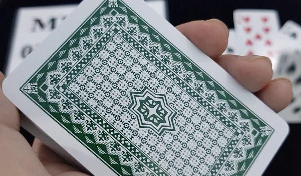 cach nhan biet 52 la bai tu mat sau 5 - Cách nhận biết 52 lá bài từ mặt sau